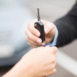 autóbérlés kulcsátadás